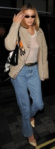 Bella-Hadid-Braless-See-Through-Candids-in-New-York-37ef08qvgy.jpg